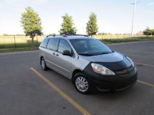 2008 Toyota Sienna CE Minivan, Van