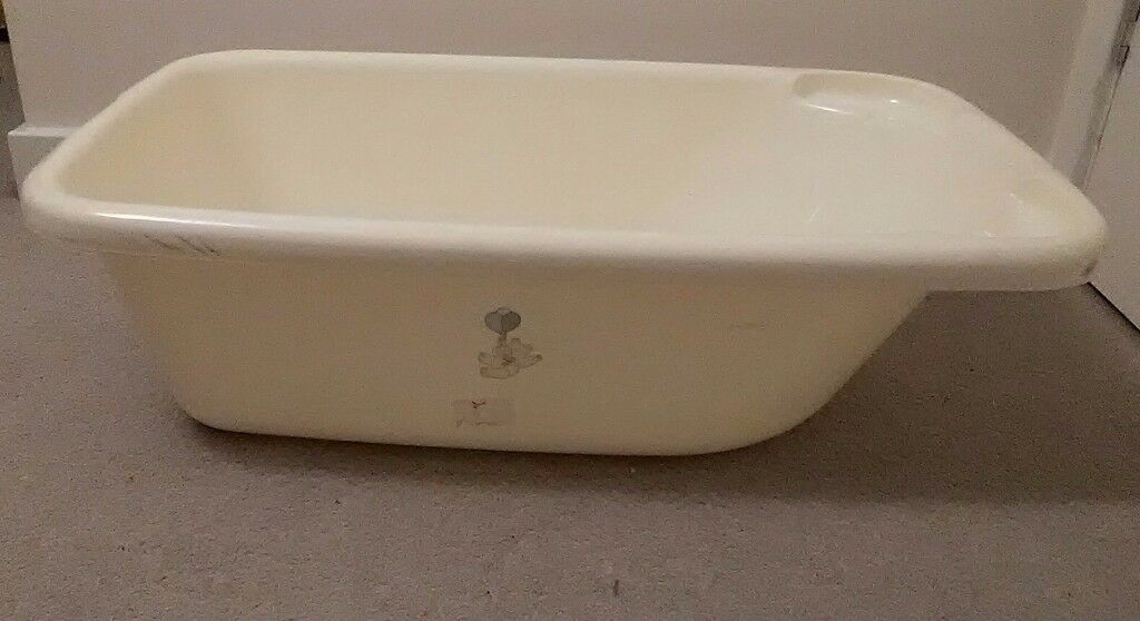 Plastic baby bath