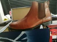 Mens boots size 10 NEW
