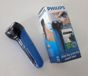 Philips Aquatouch AT600 Electric Shaver - $30