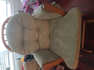 Beautiful Rocking chair GREAT Condition!!!