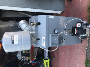 OIL FURNACE HIGH EFFICIENCY ALMOST NEW