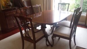 Stunning solid wood dining table and 6 chairs.