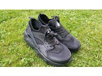 Nike Huarache 9.5/44 Black