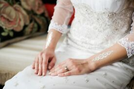 LIKE NEW Stunningly Beautiful and Elegant Wedding Dress, size 8/10