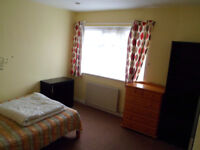 Battersea: Double Room for 1 person. £600 pcm (bills incl)