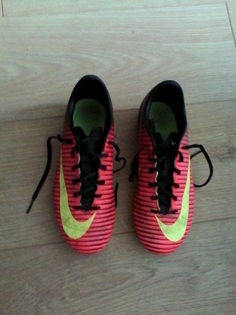 the best attitude 10d33 3eaa9 Boys Nike football boots size 4