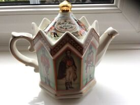 English Sadler Teapot: Duke of Wellington