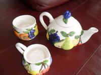 """Fancy Teapot and Sugarbowl. """"Rayware quality by design"""""""