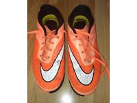 BOYS ORANGE HYPERVENOM FOOTBALL SHOES