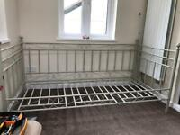 Single metal day bed