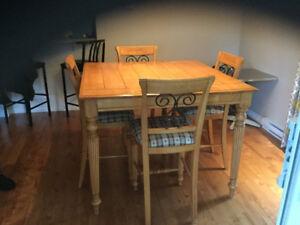 Table de cuisine et table salon