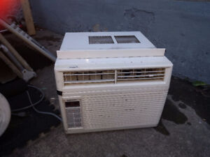 Air climatise usage 60$ 7800 BTU/h / Used air conditioning 60$