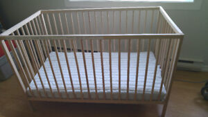 IKEA crib, matress, matress cover and 2 fitted sheets