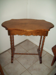 ANTIQUE BEAUTIFULLY FINISHED TABLE WITH DRAWER