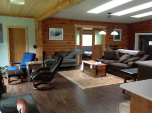 Spacious 2 bedroom oasis 15 min from Downtown Whitehorse - Aug 1