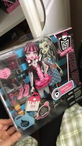 Monster high day at the maul fashion pack