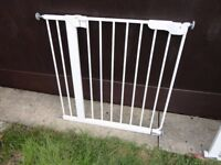 no 4 ) lindam stair gate complete