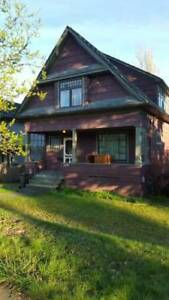 $2900 / 3br - 2000ft2 - Beautiful 3 Bdrm Furnished Heritage Home