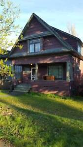 $2550 / 3br - 2000ft2 - Beautiful 3 Bdrm Furnished Heritage Home