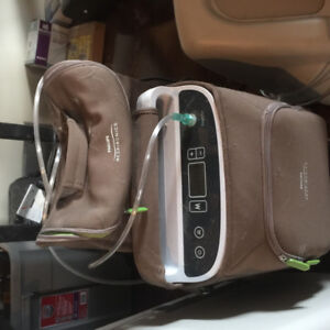 Battery operated portable oxygen generator