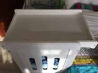Wooden top cot changer white.