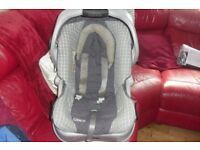 """""""GRACO"""" CAR SEAT IN GREY CHECK WITH HOOD ALSO THE BASE IS INCLUDED"""