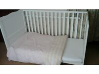 Cot/bed and bedding