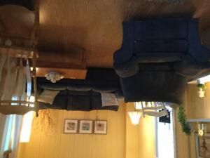 Fauteuil et sofa 3 places inclinables bleu très propre