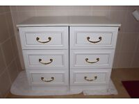 PAIR OF WHITE BEDSIDE 3 DRAWER CHESTS IN WHITE WITH GOLD COLOUR HANDLES