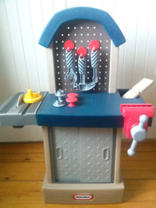 Tool bench (little tikes)