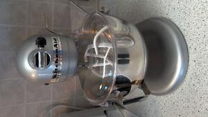 KitchenAid Deluxe 5 QT Stand Mixer