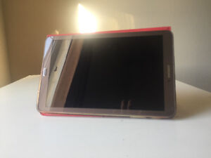 Samsung Galaxy Tab E and cover stand