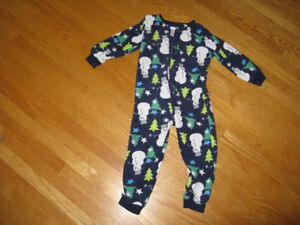 Pajamas one piece, size 3, excellent condition.