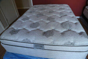 LIKE NEW LUXURY queen BED delivery possible