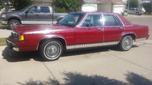 Beautiful 1990 Crown Victoria  MINT CONDITION