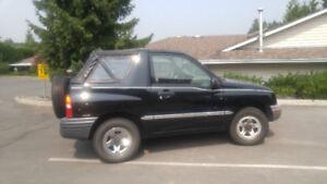 2003 Chevrolet Tracker LX SUV, Crossover
