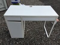 Small White Desk - ideal for makeup / PC / studying