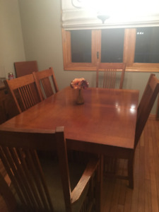 Beautiful dining room and hutch dinning room set