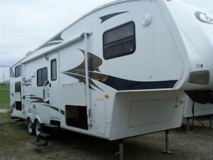 Cougar 281BHS 28' Fifth wheel with Bunks and Rear Hitch