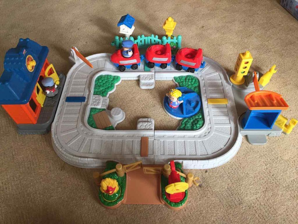 Fisher Price Little People Train Setin Ash, HampshireGumtree - Very good condition from a smoke free and dog free household no offers and collection only. Great entertainment for your little people. Free demonstration included in the sale. no offers please
