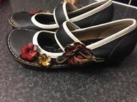 Woman's YOMO shoes