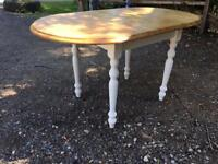 Lovely exstediable table 4 chairs