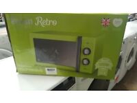 Boxed Brand New Swan Retro Lime 900W 25 litre Capacity Microwave Oven