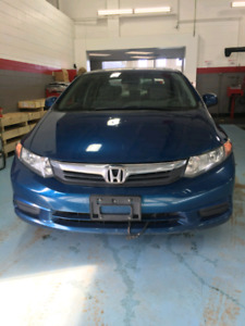 2012 Honda Civic| Active Status | Bluetooth| USB| Sunroof |