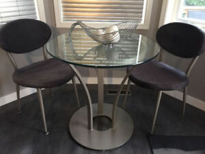 MODERN CONTEMPORARY TABLE SET BY AMISCO