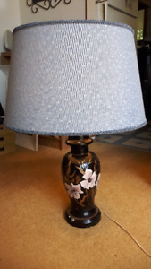 NICE HAND-PAINTED VINTAGE CERAMIC TABLE LAMP  & Shade