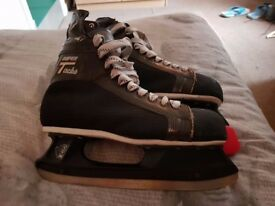 Ice hockey skates ccm