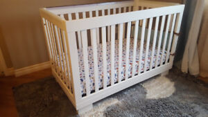 White Baby Crib Excellent Condition with Accessories !!!!!