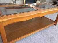 Coffee table glass and varnished wood